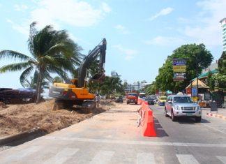 City workers have begun widening Beach Road in Pattaya by one, 3.5 meter wide lane.