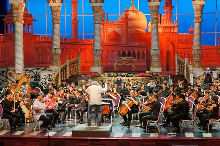 In an Arabian Nights setting, conductor Hikotaro Yazaki rehearses with the SSMS Orchestra before the concert.