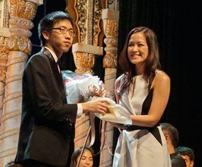 Clarinetist Supak Wittayanukulluk receives a bouquet from Alisa Phanthusak of Tiffany's Theatre.