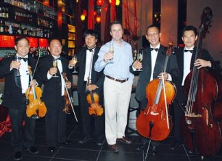 Richard Margo Resident Manager of Amari Orchid Resort joins the quintet from the Bangkok Symphony Orchestra is a toast to the evening.