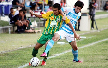 Pattaya United take on Army United in their Thai Premier League encounter at the Nongprue Stadium in Pattaya, Sunday, March 31. (Photo courtesy Pattaya United – Offside)