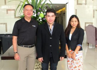 Well known television personality Ajarn Jatupon Chompoonit, a.k.a. Ajarn Shane (centre), attended a seminar on 'Positive Thinking' at the Furama Jomtien Beach recently. He was welcomed by Tatcha Riddhimat (left), GM of the hotel and Alissara Khamprachom, senior sales manager.