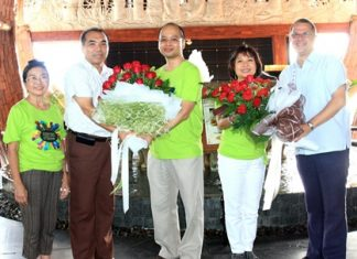 Advanced Info Service Pcl held their 20th AIS Family Rally for the Sai Jai Thai Foundation recently with the finish line at the Centara Grand Mirage Beach Resort Pattaya. On their arrival Andre Brulhart (right), the general manager presented a bouquet to Wilai Keangpradoo (2nd right), AIS vice president for PR while Wuthisak Pichayagan (2nd left), Centara EAM F&B presented a bouquet to Uthai Penratana (centre), AIS vice president of legal as Wipanee Hutachok (left), AIS advisor looks on.