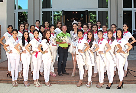Garth Solly (centre), GM of the Holiday Inn Pattaya had the distinct pleasure of welcoming beautiful contestants of the Miss Tiffany Universe 2013 at the hotel recently. The charming and talented beauty queens were in Pattaya on a promotional tour before the final rounds of the beauty pageant.