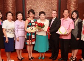 Pierre Andre Pelletier, General Manager and Nichaya Chaivisuth, Director of Communications and Public Relations of the Amari Watergate Bangkok present a bouquet of love to close friend Saisom Wongsasuluck on the occasion of her birthday for which a party was held at the hotel recently. (L to R) Pokkate Wongsasuluk, Assoc. Prof. Krongthong Rattanawongsawas, Prof. Dr. Khunying Suchada Keeranant, Nichaya Chaivisuth, Saisom Wongsasuluck, Pierre Andre Pelletier, Preecha Wongsasuluck, Panitarn Wongsasuluck and Ponchanok Wongsasuluck.