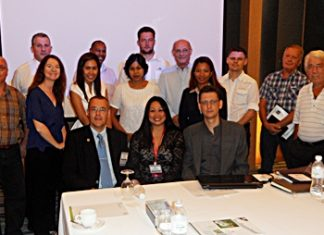 One of the meetings at the Holiday Inn. (Front row from left) Peter Drescher, Amy Hemtaisong from BNI Bangkok and Rainer Rössler. The other members and guests are standing behind them.