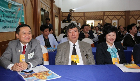 PDG Chamnan Chanruang, PDG Chaisin Maninan and DGE Suparee Chatkunyarat enjoy the proceedings.