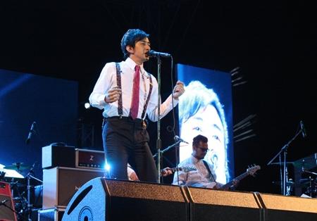 Bee Peerapat performs for the Overlove Music Festival 2013 at Silverlake Vineyard Pattaya.