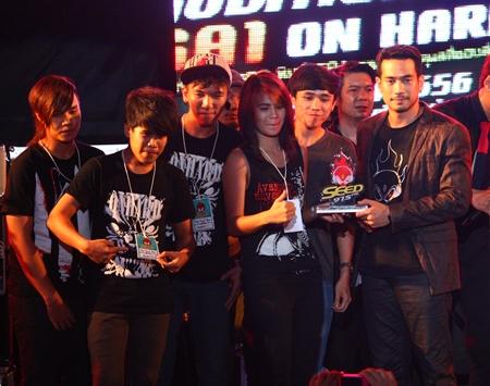 Seed FM Director Theeraphat Sajjakul presents the winnings too On Hard.