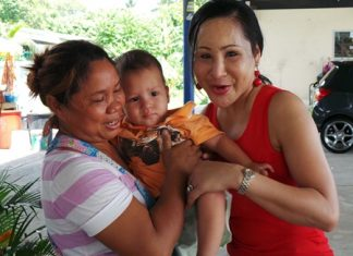 Food vendor Noi Kiankaew (left) contacted Sukanya Seaton from the Seaton Child Development Center to try and find out what to do with the abandoned child.