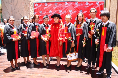Dr. Piyadee Prasertsom (center), director of Thai-ITOH College, congratulates the 2013 graduates.
