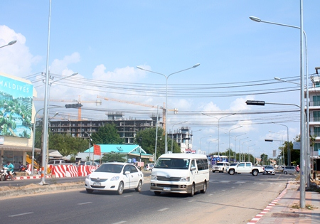 With no working traffic lights, this intersection of Jomtien 2nd Road and Soi Wat Bunkanchanaram is a free-for-all and the site of traffic accidents.