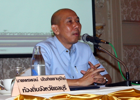 Pornpoj Banthityanurak advises local officials about rules governing the payment of government pensions to the elderly, disabled and HIV-infected.