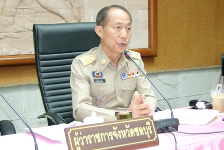 Chonburi Gov. Khomsan Ekachai leads the province's monthly meeting with various heads of departments.