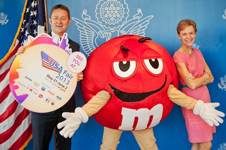 AMCHAM Vice President Darren Buckley and U.S. Ambassador Kristie Kenney were joined by Mr. M&M to announce the USA Fair at CentralWorld, May 31 - June 2.