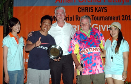 A smiling skipper from the Bangkok Japanese (2nd left) collects the tournament Plate.