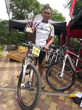 Thongchai Biadnok from the Infinite Rayong Bicycle was the winner of the 45-49 age category.