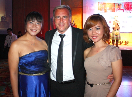 Clayton Blackmore is flanked by the lovely Kaew and Teay.