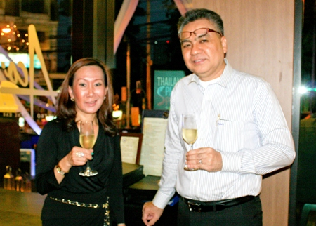 (L to R) Jitmanee Siravithayavanich (Way Hotel) and Surapan Somthai (GM Eastin Hotel Pattaya) sample the wine over good conversation.