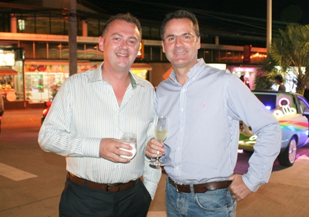 (L to R) Garth Solly (GM Holiday Inn Pattaya) and Richard Margo (Amari Orchid Pattaya Resident Manager) have become good friends.