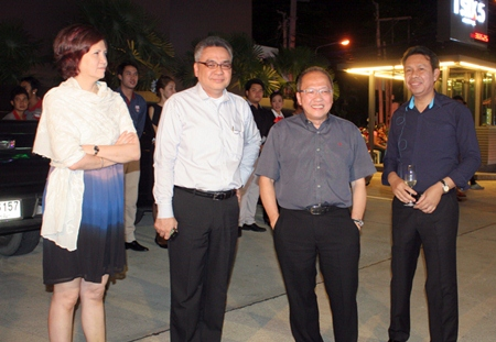 (L to R) Bundarik Kusolvitya (President of the Thai Hotel Association - Eastern Chapter), Surapan Somthai (GM Eastin Hotel Pattaya), Chatchawal Supachayanont (GM Dusit Thani Pattaya), and Sompat Jantawan (GM of Tsix5 Hotel) pose for the paparazzi on the metaphorical red carpet outside the event.