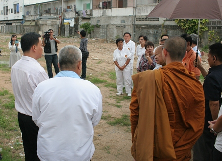 Luangphor Viriyang Sirintharo graciously agrees to inspect the site where a branch of the Willpower Institute would be constructed.