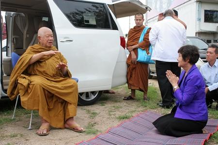 Luangphor Viriyang Sirintharo approves the construction site.