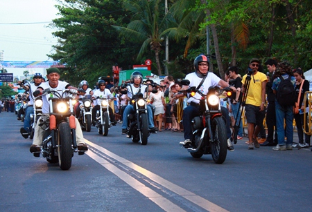 Big bikes rumble down Jomtien Beach Road for the opening day parade.