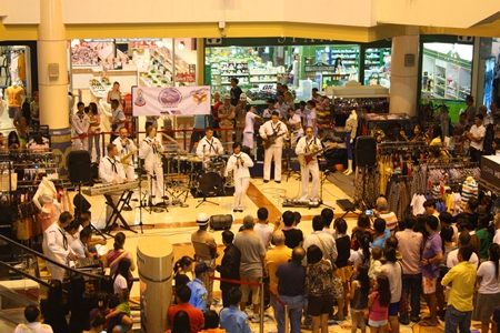 A good crowd gathers to listen to a free concert performance from the USA and Thai Navy bands.