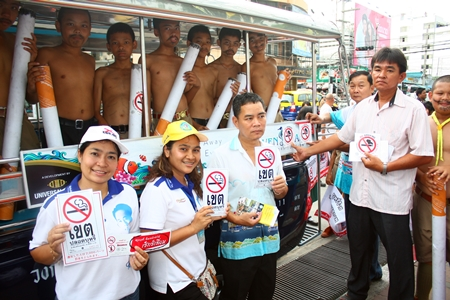 Students and city health workers marched through town on World No Tobacco Day May 31, educating residents on the perils of smoking and promoting Pattaya's stop-smoking clinic.
