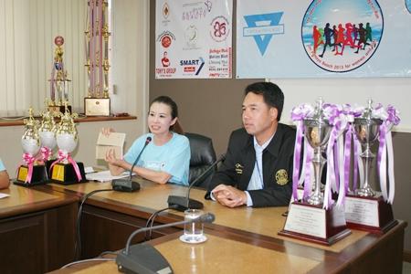 YWCA Chairwoman Praichit Jetpai (left) and Mayor Itthiphol Kunplome announce the June 15 competitive walk-run.