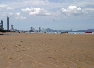 A combination of seasonal tides and lunar cycles has been turning Jomtien into an ocean of sand during low tide.