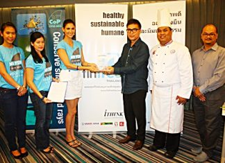 (L to R) Chanadda Thanikulapat from Freeland Foundation, Nancy L. Gibson, Executive Director/Founder of Fin Free Thailand, Cindy Burbridge Bishop, the official ambassador of Fin Free Thailand, dusitD2 baraquda owner Serm Phenjati, Chef de Cuisine Parthomrat Rakkanam and GM Cholathee Nakhamadee announce the hotel has joined the global Fin Free movement to encourage hotels and restaurants to stop serving soup and other meals containing shark fins.