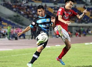 Pattaya United's Wasan Thanapat (left) challenges for the ball with Songkhla United's Daiki Higuchi during their Thai Premier League fixture at the Tinsulanon Stadium in Songkhla, Sunday, June 2. (Photo c/o Pattaya United/Offside)