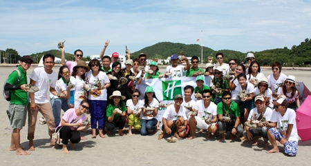 To create an awareness of environmental protection and conservation, 50 members of the management and staff of the Holiday Inn Pattaya joined in the HIPY Rally to clean up and rehabilitate the coral reefs on and off the Tuengnam Beach in Sattahip district recently.