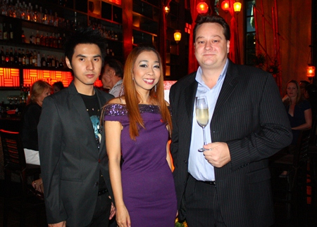 (L to R) Apichart Goygim, Key Account Manager, Diageo Moet Hennessy (Thailand) Ltd., Supparatch Piyawatcharapun, Social Director at Mantra Restaurant & Bar and Christopher Kennedy, Marketing Director - Moet Hennessy.