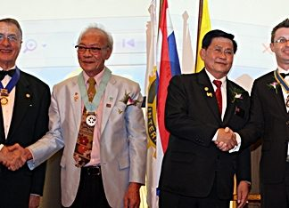 DG Thatree Leetheeraprasert congratulates outgoing president Carl Dyson as DG Suwan Sanpaporn installs Nigel Quennel as the new president of the Rotary Club Eastern Seaboard.