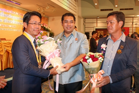 Culture Minister Sonthaya Kunplome congratulates members of the new committees.