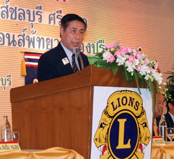 Sakchai Taechaewet, past president of Lions 310C, presides over the installation ceremony for the 4 clubs for the 2013-2014 year.