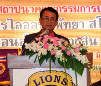 Pol. Capt. Somchai Thongsukh, former president of the Lions Club of Pattaya, provides his opening address.