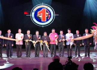 Honored guests cut the ribbon to open the Colosseum Show Pattaya.