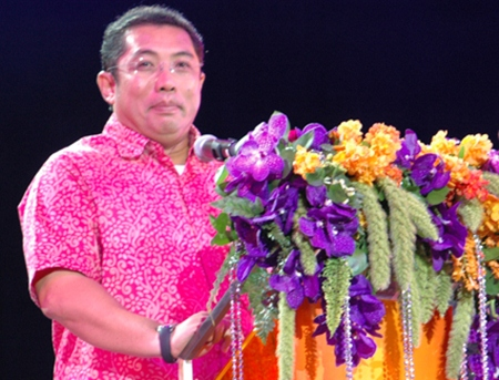Minister of Culture Sonthaya Kunplome offers his congratulations.