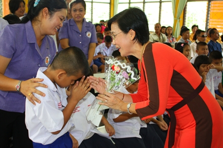 Radchada Chomjinda (right), director of the HHN Foundation Thailand, accepts hand-made flowers from Redemptorist School for the Blind students as a thank you for sponsoring the school.