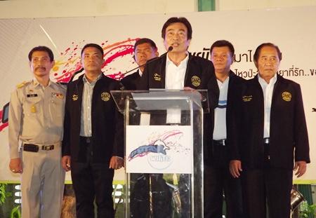 Deputy Mayor Ronakit Ekasingh (center) with members of Pattaya city addressing the purposes of the Pattaya White project.