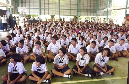 Over 600 students attend the Pattaya White event in theirs school's gymnasium.
