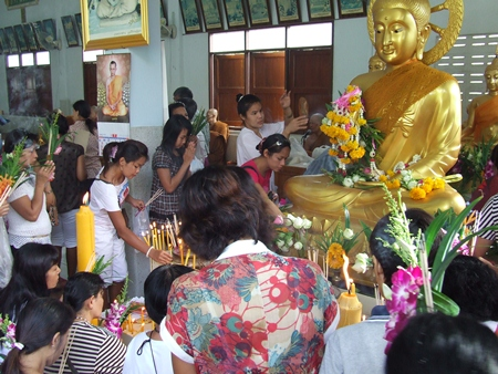 This year, the Buddhist holy days of Asalaha Bucha and Khao Pansaa fall on July 22 & 23.  Many activities are planned throughout the city, especially at our temples, and everyone is invited to take part.