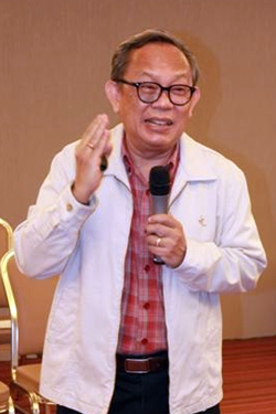 Researcher Wirat Jeerchatrangkun leads a July 3 forum at the J Trio Hotel organized to collect data on improving services and solving problems.