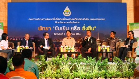 (From 2nd left to right) Suwat Waneesubut, Thanes Supharoshasrangsee, Mayor Itthiphol Kunplome, Thaweepong Wichaidit, Pol. Col. Suwichan Yankittikul, and Jongmewsin discuss Pattaya tourism during the fourth Designated Areas for Sustainable Tourism Administration public hearing.