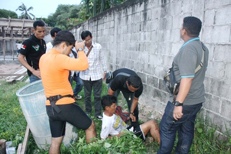 Sutthawat Harnrat was captured by Sattahip police after injuring himself jumping off a 2-meter wall.
