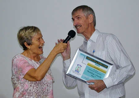 PCEC Chair Pat Koester thanks Ian for his excellent presentation, with a Certificate of Appreciation. Following Ian's very interesting talk, PCEC members established a genealogy special interest group.